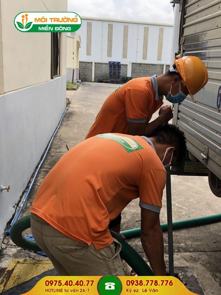 Đội thợ hút hầm cầu bệnh viện