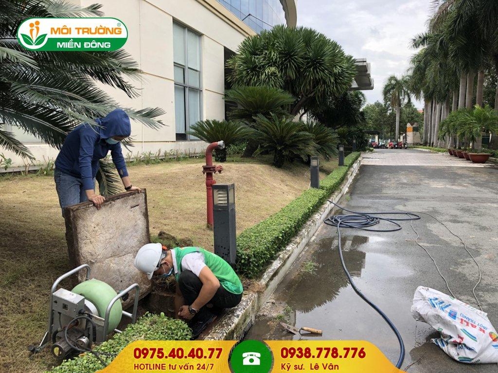 Thi công vệ sinh đường ống thoát nước mưa