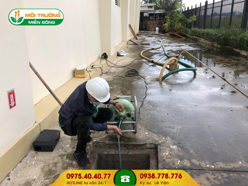 Vệ sinh đường ống thoát nước mưa
